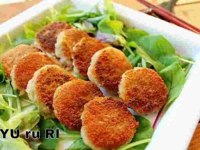 ジャガイモの代わりにれんこんでアレンジしたレシピは、シャキシャキっとした食感がおやつにもぴったりです。塩や醤油をちょっとつけて美味しくいただけます*