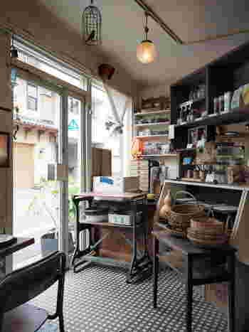雑貨が所せましを置かれた店内もとっても素敵。そして作り出されるパンも見た目にほれぼれ、美味しさにほれぼれしてしまうパンなんです。