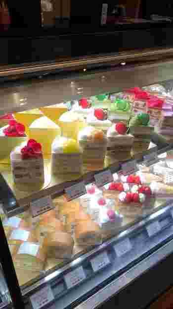 そんなパティスリーSATSUKIさんの名物が「スーパーシリーズ」。高品質な素材を贅沢に使って作られるケーキのラインナップです。ホテルニューオータニの40周年記念に作られた特別なケーキで、中でもショートケーキは大人気!いちごやメロン、マンゴー、桃など、季節に合わせていろいろな果物が使われます。