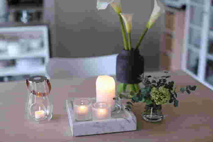 ダイニングのテーブルにはひよりさんがずっと欲しかったというHAYのマーブルトレイとお花を飾って。洗面所に置こうと考えていたそうですが、1番目に付きやすいダイニングテーブルに置くことにしたそう。お気に入りのものはいつ見ても、何回見てもいいものですね。自分のお気に入りの雑貨は、目につきやすい場所に置いてあげましょう。
