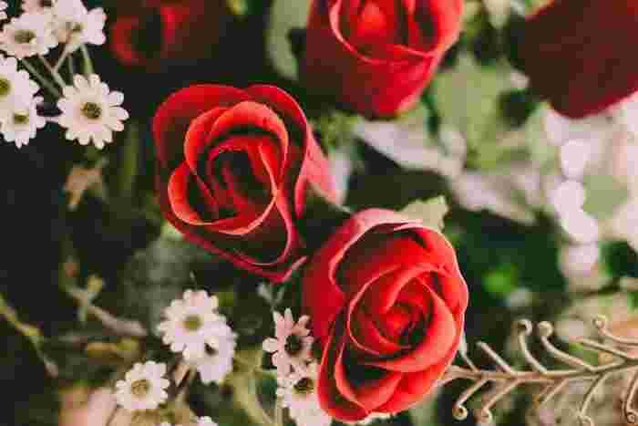 バラはドライフラワーとしても一番人気!乾いてくすんだ色味になっても美しく、インテリアの素敵なアクセントになります。