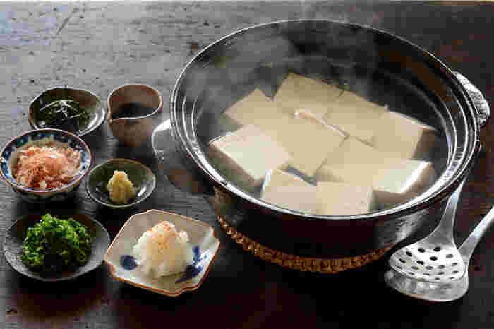 食欲が無いときでも食べやすい湯豆腐。薬味も数種類そろえれば、飽きずに食べられますね。