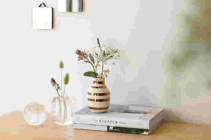 お花を飾る際は、涼しげなBubble Glass(バブルグラス)のオブジェはいかがでしょうか?無数に広がるバブルは、お部屋に飾るだけで輝きを放ちながら私たちに癒しをもたらします。シンプルデザインでディスプレイしやすいので、どのお部屋のインテリアにも馴染みやすいですよ。