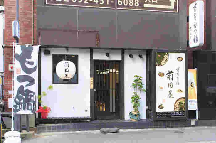博多といえばやはり、もつ鍋が有名ですね。「博多もつ鍋前田屋」はテレビ番組にも取り上げられ、有名人やスポーツ選手も御用達の超人気店です。