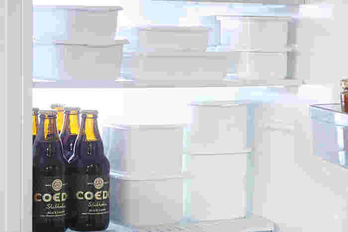 ホワイトシリーズの保存容器は、様々な形があるので、組み合わせて使用すれば、しっかりと常備菜を保存できるだけでなく、冷蔵庫の中もスッキリ片付きます。また、琺瑯は冷凍もOKなので、冷凍保存をしたい場合もそのまま保存できます。