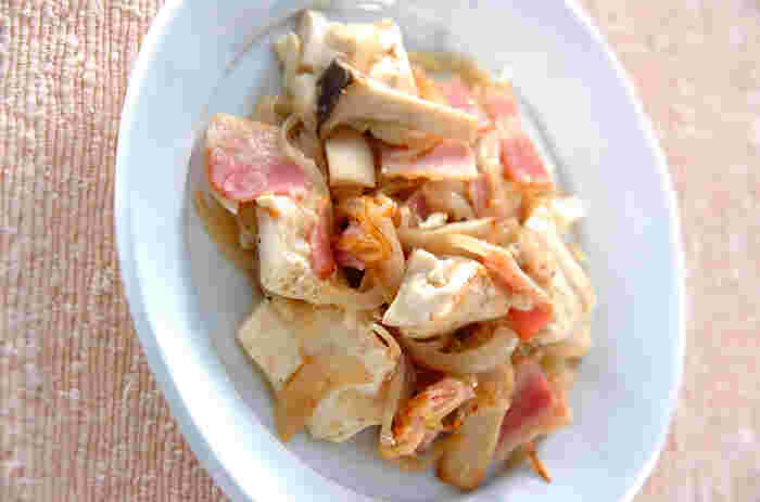 ニンニクとアンチョビを効かせた洋風の炒めもの。豆腐が一丁入っているのでボリューム満点です。アンチョビの塩気が全体をうまくまとめ、パンチのあるメインおかずになります。
