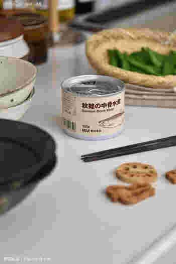非常食と言えば、缶詰を思い浮かべる人も多いのではないでしょうか?「無印良品」の缶詰は、全てお魚の水煮です。余すことなく食べられるよう、骨ごと柔らかく煮て素材の味わいを引き出しています。そのまま食べてもおいしく、缶切りが要らないプルタブ式なのもポイントです。賞味期限は製造から2年間と長めで安心です。
