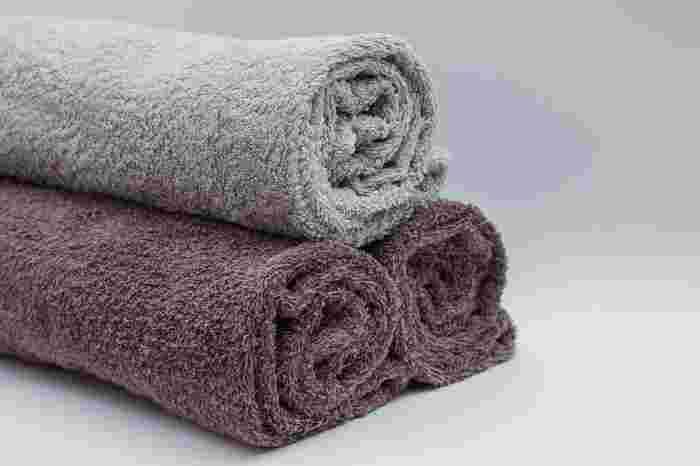 柔軟剤を使うとふわふわで柔らかくなるというイメージがありますが、繊維自体を柔らかくするものではありません。タオルにおいてはむしろ表面がコーティングされることで吸水力が落ち、繊維がすべってパイル抜けの原因にもなります。