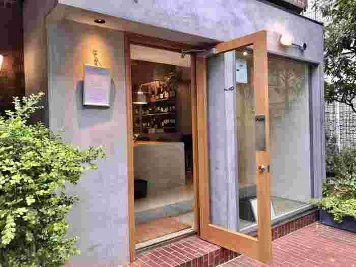 「Qkurt(カート)」は、都立大学の人気イタリアン「カンティーナ カーリカ・リ」の料理長だった角田直也さんが独立した開いたレストランです。木とモルタルを基調としたセンスあふれるおしゃれなお店は、デートにおすすめですよ。
