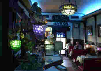 こちらもフランソア喫茶室にならぶ老舗喫茶店。昭和モダンな世界にタイムスリップしたかのような空間。
