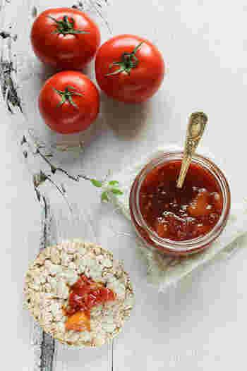 トマトの栄養素と言えば有名なものがリコピン。トマトの鮮やかな赤はリコピンの赤なんです。生活習慣病の予防や老化抑制などにも効果があると言われているリコピンは、まだまだ研究が始められて浅く、未知のパワーが期待されている栄養素。