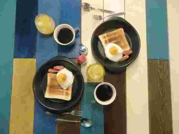 ゲストに無料で提供される日替わりの朝ごはんが特徴のイグルー。友人の家に泊まって、朝ごはんをつくってもらったときのほっこり感を味わえそう。