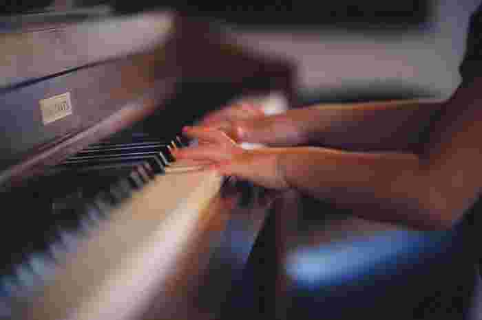 音楽や楽器を習うことは知性を育てることとして、多くの大人が子供にやらせたい習い事の1つです。でも子供だけではありません。知性はいつからでもいくらでも育てることができます。やってみたかったことがあれば、今からでも始めてみませんか?