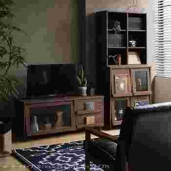 シリーズの家具を組み合わせれば、お部屋に一体感が。大き目のTVボードとしても利用できそうです。