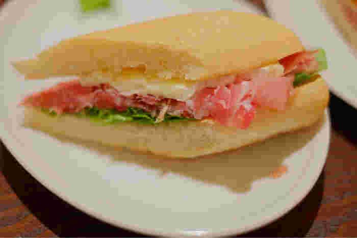 高品質なパルマ産生ハムを使ったパニーニは絶品です。しっかりと食べ応えもあるので、ランチや軽食にとてもおすすめです。お供にはぜひエスプレッソを♪