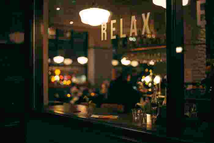 60年代当時、ジャズ喫茶は最先端の音楽に触れられる文化の発信地だったそうです。昨今、老舗のジャズ喫茶店がどんどん閉店しています。けれど、サブカルチャーの宝庫、JR中央線の沿線にはジャズ喫茶をはじめ、ジャズがかかる雰囲気の良い喫茶店が今も残っています。今回は、ずっとずっと続いてほしいJR中央線の各駅にあるジャズ音楽が楽しめる喫茶店をご紹介します。