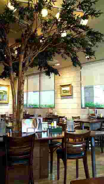 「ベニヤカフェ(Beniya Cafe)」は、南阿佐ヶ谷駅寄りにあるお店で、阿佐ヶ谷駅からは徒歩約10分です。食品製造会社直営店で、ニュージーランドビーフを100%使っているのがこだわりポイント。
