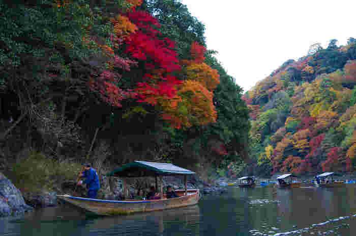 乗船場はトロッコの嵯峨亀岡駅からバスで15分ほどですので、トロッコ乗車後にセットで楽しむのがおすすめ。約25分かかりますが、馬車で行く方法もあります!