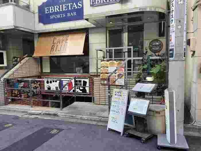 水道橋駅から歩いて約5分ほどのところにある「CAFE Rijn(カフェ ライン)」は地元密着型のお店。平日は朝9時から、夜の23時まで営業しています。