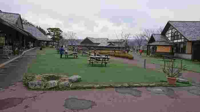 武尊山の麓に広がる、2014年道の駅アワードでは日本一にも選ばれた「川場田園プラザ」。地元野菜や果物が買えるファーマーズマーケットに、レストランやカフェ、パン工房やビール工房、体験工房や日帰り温泉まである、1日中楽しめる道の駅です♪