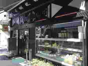浅草を代表する喫茶店といっても過言ではないのが、こちらの「喫茶アンヂェラス」です。ヨーロッパの山小屋をイメージした造りは、今見てもお洒落!昭和21年に開店して以来、川端康成や池波正太郎、永井荷風、手塚治虫など多くの文化人に愛されてきました。
