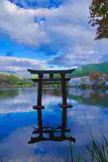 江戸時代から「別府の奥座敷」として人気の由布院温泉。自然に囲まれたのどかな風景と、情緒あふれる街並みが魅力です。他の温泉地に類を見ない美しさは、リピーターが多いことからもうかがえます。