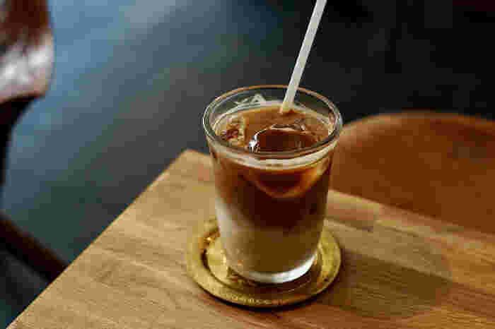 普段何気なく飲んでいるコーヒーもストーリーをイメージすると、よりおいしく感じられるのではないでしょうか?住宅街にひっそりとたたずむロースターで至極の1杯を味わいましょう。