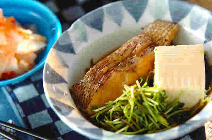 だしがよくしみ込んだ鯛のプリッとした白い身をお箸でつつく…和ごはんの醍醐味ですね。