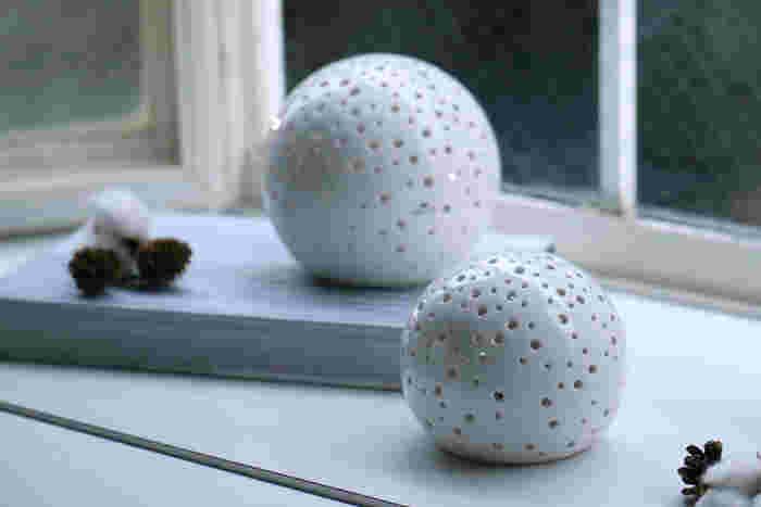 白磁で作られたキャンドルホルダーシリーズ「Kahler(ケーラー)」のNobili(ノビリ)は、ほんわかとした雰囲気の柔らかさが特徴です。