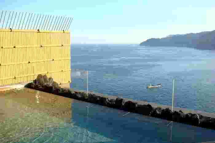 そして、目の前が湾になっているので、露天風呂は圧巻の風景を味わうことが出来ます。