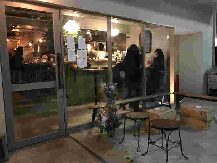 自然派ワインやクラフトビールを、自家製にこだわった料理と共に楽しめる代々木八幡の人気店「PATH」。 こちらでは、モーニング・ランチ・ディナーとオープンしており、オシャレな空間でいつでもシンプルかつ上質な料理やお酒をゆっくりと堪能することができます。