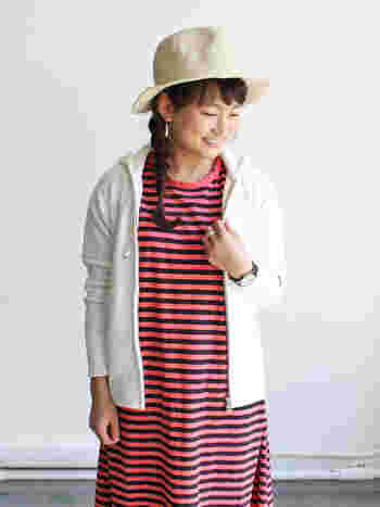 古着をベースに考えた日常着・Americanaのパーカーは、すっきりとエレガントなシルエット。ナチュラルにも大人っぽくも着こなせる、幅の広さが魅力です。