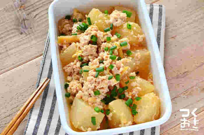 お肉と味噌の旨味が大根にしみ込むほどおいしい1品。4日ほど冷蔵保存できるので、副菜として大活躍します。
