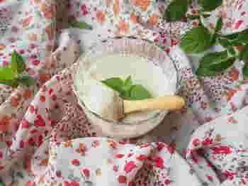イソブラホンたっぷりでヘルシーな豆乳にハチミツを加えた食べやすい杏仁豆腐です。ハチミツがまだ食べられないお子さんには、黒糖などを代わりに使っても良いかも知れませんよ。
