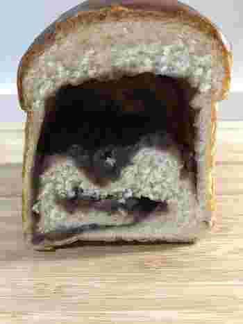 こちらのあん食パンは、あんの重みで生地が沈むほど具がたっぷり。あんこをたっぷり食べたい!という気分をしっかり満たしてくれますよ。