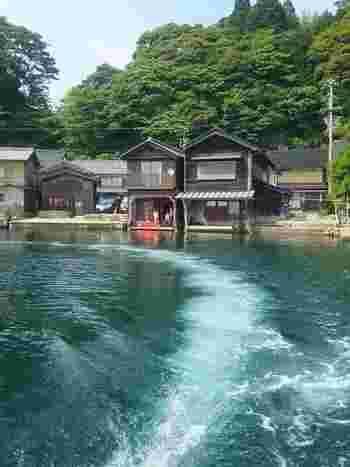 散策したりクルーズしたり、たっぷりと伊根の舟屋の魅力を満喫したら、今度は景色を見ながらゆったりと食事やお茶を楽しむのはいかがでしょうか?