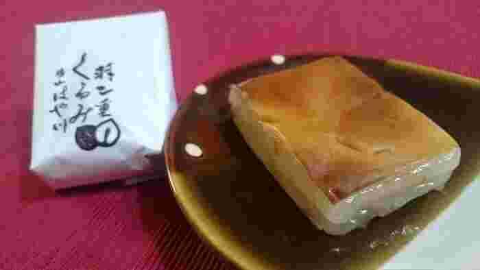 お餅×くるみ×シュー生地のバランスが絶妙。いろんな風味や食感が口の中に広がります。
