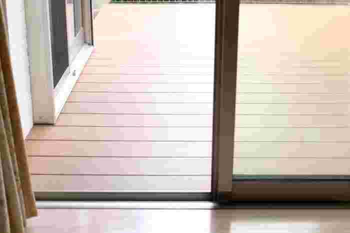 晴れて乾燥した日は衣替えなどに適していますが、曇りだとどうしよう…と困ることもありますね。そんな日には窓掃除を行いましょう。湿度が高い日の方が窓についた汚れが水分を含んで落としやすくなりますよ。