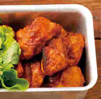家で作るにはハードルが高いかな?と思いがちなインド料理も簡単に作れますよ。 鶏肉をヨーグルトや香辛料と一緒にじっくり漬け込み、香ばしく焼き上げた「タンドリーチキン」はホットでスパイシー♪夏にガツンと食べたいお肉料理です。漬けて焼くだけなので意外に簡単なんです。