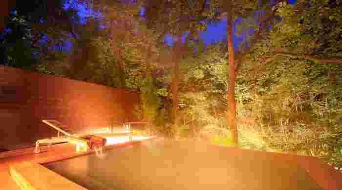 「美と健康の温泉宿 ゆと森倶楽部」は、蔵王山国定公園内にあるリゾート施設です。敢えてホテルや旅館という言い方をせず、倶楽部施設としています。これは宿泊するそれぞれの方に合った過ごし方を提案しているためです。大自然の中で個人で違った体験のできるオールインクルーシブです。
