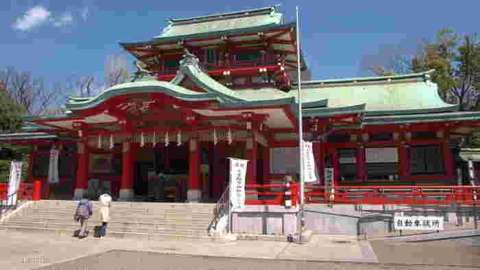 「富岡八幡宮」は、江戸最大の八幡宮。八月に行われる深川八幡祭り」は江戸三大祭りの一つで、今も多くの人でにぎわいます。御朱印をもらうこともできるので、集めている方はぜひ立ち寄ってみて!