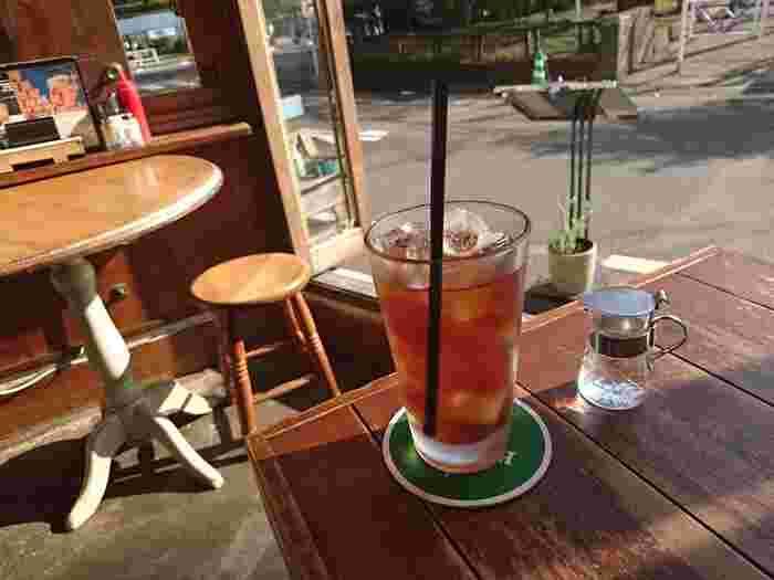 道路を渡れば、そこはもう代々木公園内。天気の良い日は大きく開け放たれたガラス窓が爽やかです。富ヶ谷にもう一店舗、デリバリー&テイクアウトの専門店があります。