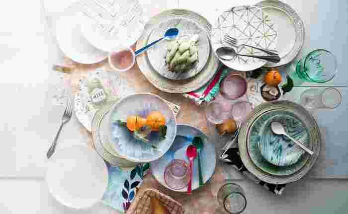 新年を気持ちよく迎えるためにも、今のうちに食器棚を綺麗に整理・整頓しておきましょう。 今回は、ついつい溜まってしまう食器の断捨離のすすめ方と、食器を仕分ける際のポイントなどをご紹介します。
