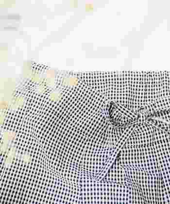 リネンの優しい風合いを纏ったシャツやワンピースなど、他のお洋服とも相性を損なうことなく自然に着こなせるベーシックなアイテムが揃います。