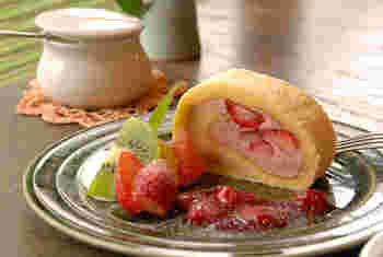 季節のフルーツを使ったロールケーキや、和風のスイーツも人気。食後のスイーツは別腹ですよね…!