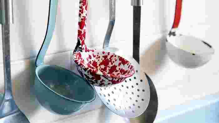 毎日活躍してくれる台所用品だからこそ、長く使い続けられるように、ちょっとした小技やコツを取り入れてみませんか?そして、特に大事なのがお手入れです。丁寧なお手入れを欠かさずに行うように心がけましょう。