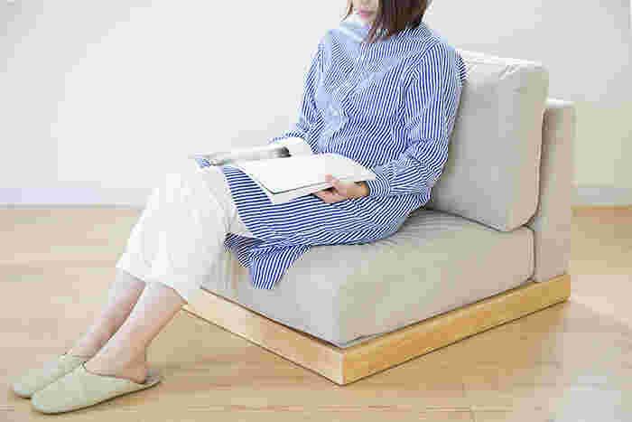 ロータイプのソファなので、床に近い位置で生活することの多い日本の生活スタイルと相性が良く、座椅子の感覚でゆったりと寛ぐことができます。
