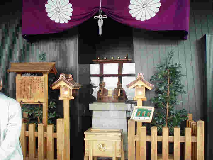 なんと、こちらでもお参りをします! 展望台の2階には、ご神霊は遠く伊勢神宮からお受けしている「タワー大神宮」があるのです。東京23区で一番高い場所にある神社なので、合格祈願や高い目標の達成、高点数が取れるように、身長が高くなるようにと参拝する人が増えているそうです。