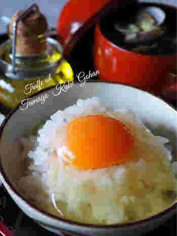 卵かけご飯に、トリュフオイルとトリュフ塩を少しかけると、いつもと違う朝ごはんの完成です。トリュフの風味をしっかりと感じられます。
