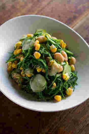 大豆のほっこりとした食感にシャキシャキしたおかひじきが合わさって、楽しいサラダになっています。緑と黄色の鮮やかさも可愛らしいですね。